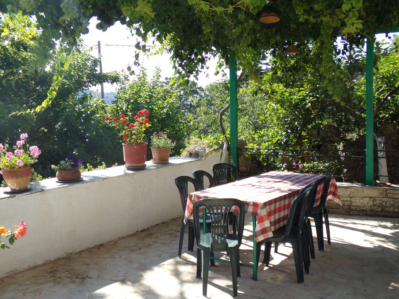 entrance-of-vasilis-tavern-homemade-food-local-products-cretan-cousin-diet-tavern-castello-castellos-armenoi-rethymno-crete