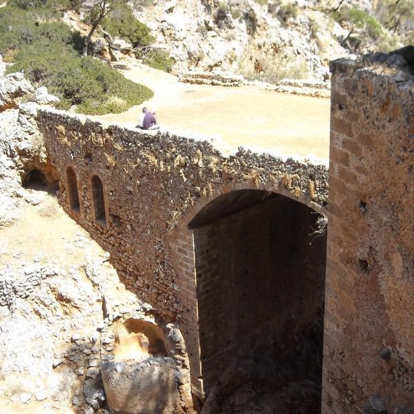 hude-old-bridge-katholiko-monastery-agios-ioannis-akrotiri-chania-crete
