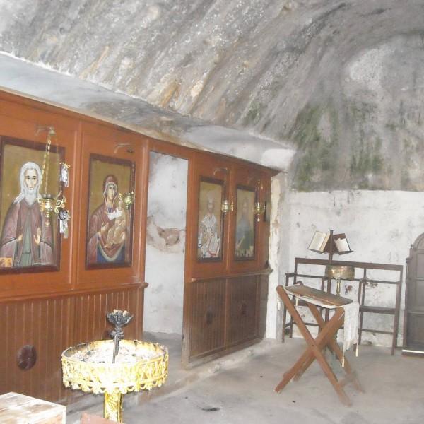 inside-of-old-monastery-katholiko-agios-ioannis-akrotiri-crete