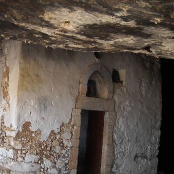 cave-church-ipapanti-bearcave-arkoudospilio-moni-gouvernetou-akrotiri-hania-chania-crete