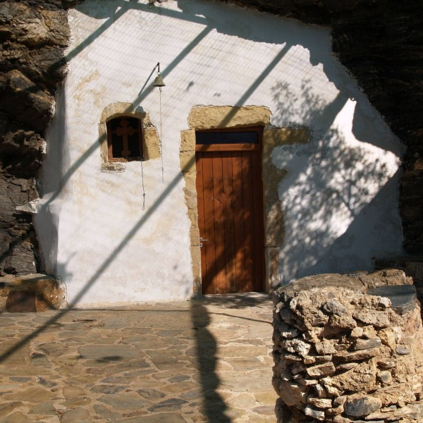 church-cave-ravduha-beach-crete